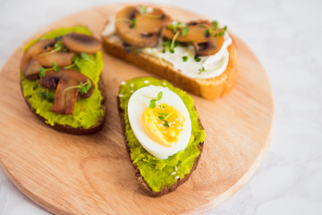 avocado sanwich egg mushrooms sprouts