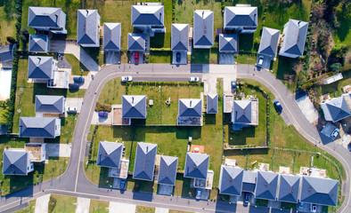 Photo aérienne de maisons dans un quartier résidentiel de Sautron, France