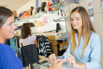 Lady at checkout, paying by credit card