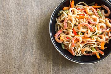 Stir fry with shrimps (prawns) and noodles