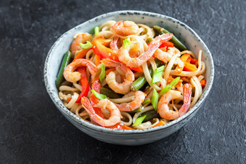 Stir fry with shrimps (prawns) and noodles