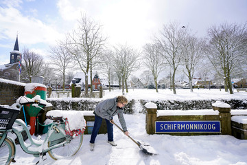 A snowstorm arrives at the island of Schiermonnikoog