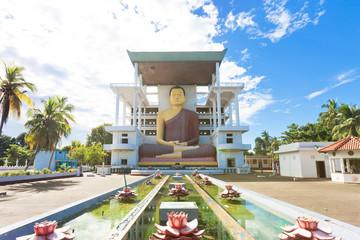 Weherahena Temple, Sri Lanka - Visiting the impressive buddha statue at Weherahena Poorwarama Rajamaha Viharaya