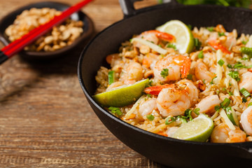 Fried rice with shrimp in Thai.