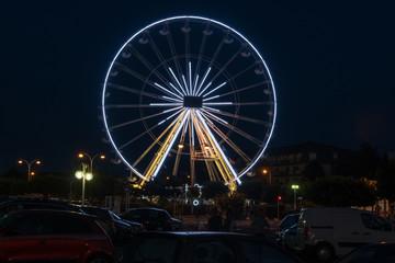 Beleuchtetes Riesenrad in Ouistreham