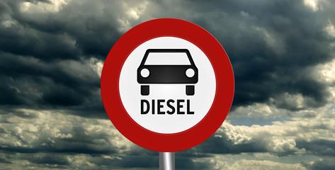 Verbotsschild für Diesel