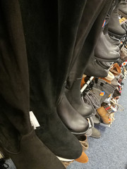 Schuhe im Schuhgeschäft