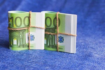 the Euro is the currency in coils, of a nominal one hundred Euro