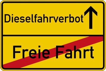 Ein Ortsschild mit den Wörtern  Freie Fahrt und Dieselfahrverbot