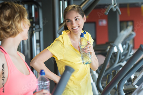 talking to women at the gym