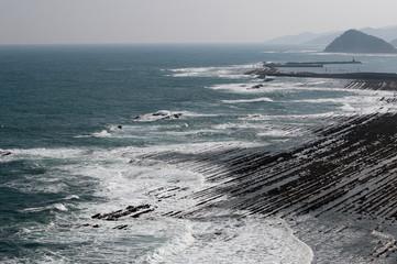 鬼の洗濯岩と白波