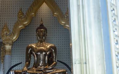 Wat Traimiit, temple