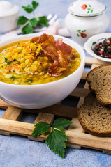 Thick pea soup with bacon