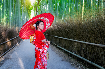 Fototapete - Bamboo Forest. Asian woman wearing japanese traditional kimono at Bamboo Forest in Kyoto, Japan.