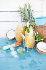 Fruchtiger Cocktail mit Ananas