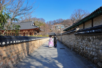 Couples in Hanbok and tour the Hanok Village