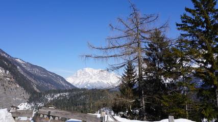Fernpass, Tirol, Österreich, Strasse zwischen Reutte und Nassereith mit Zugspitze