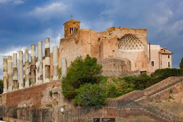 ェヌスとローマ神殿