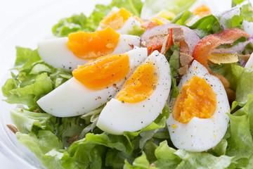 ゆで卵の野菜サラダ