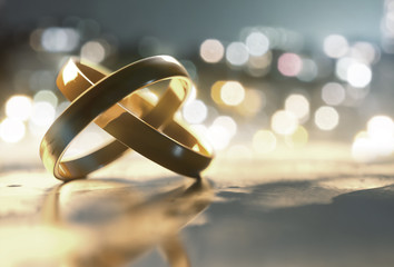 Ringe liegen auf einem Tisch