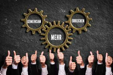 """Daumen Hoch zu """"Gemeinsam mehr erreichen"""""""