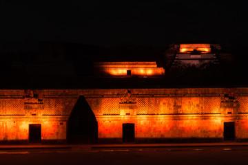 Espectáculo de luces en la ciudad Maya de Uxmal México.