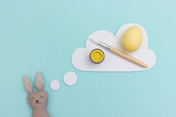 Osterhase träumt vom Eier bemalen