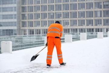 Winterdienst im Schnee
