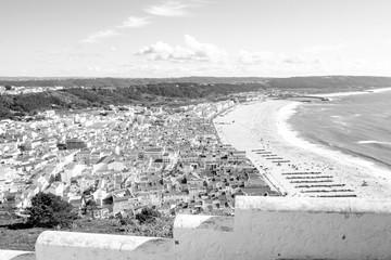 【モノトーン】快晴のナザレ(ポルトガル)の風景