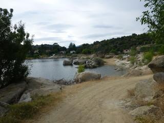El Burguillo,embalse  del río Alberche dentro de la provincia de Ávila, en los términos municipales de El Tiemblo y El Barraco.
