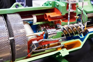 Semi-hermetic compact screw compressor