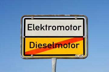 Schild Elektromotor Dieselmotor © Matthias Buehner