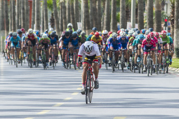 Photo sur Toile Cyclisme Competition cycling race on the road. Motion blur photo