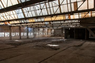 Fábrica abandonada e em ruínas