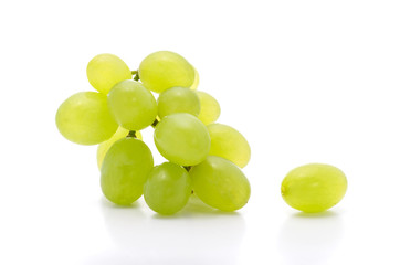 Ripe bunch green grapes isolated on the white background Fototapete