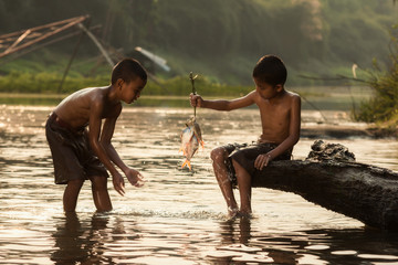 Children's life with rural rivers of Asia