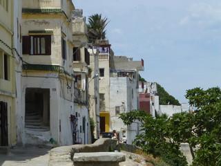 Tánger,ciudad de Marruecos, en el estrecho de Gibraltar. Es la capital de la región Tánger-Tetuán-Alhucemas