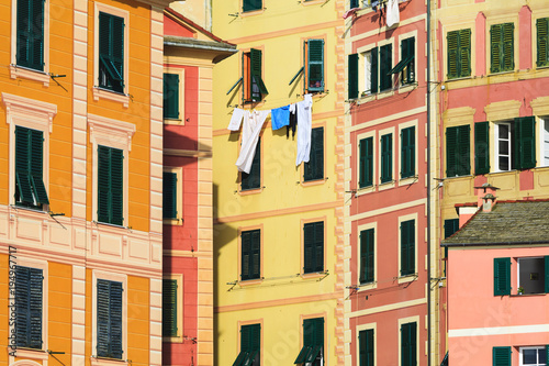 Facciate di case colorate a camogli italia stock photo for Facciate di case classiche