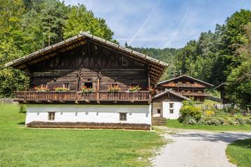 altes Bauernhaus in den Alpen
