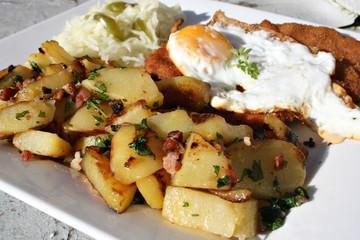 Organisch, Lifestyle, Wiener, Schnitzel, Bratkartoffeln, Speck, krautsalat, Urbano, modern, neu