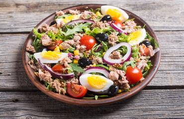 Tuna salad with tomatoes