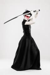 Femme habillée et maquillée de façon japonais
