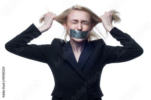 Девушки с заклеенным ртом фото, принудили в рот