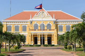Fench colonial governor mansion in Battambang, Cambodia Fototapete