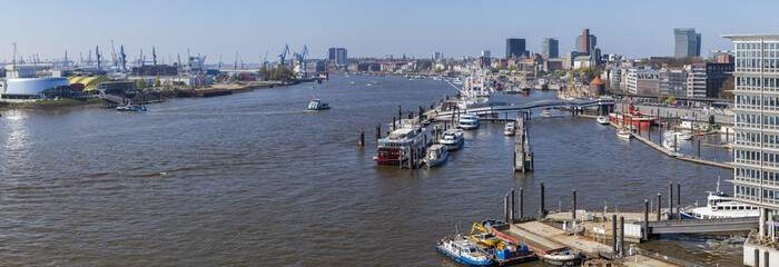 Panoramafoto vom Hamburger Hafen