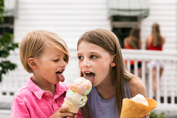 Treat: Boy Shares Cone With Sister