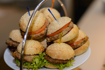 Tablett mit Mini-Burger