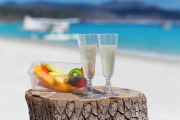 海とシャンパンとフルーツ