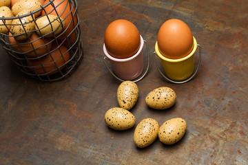 Huevos de gallina y codorniz