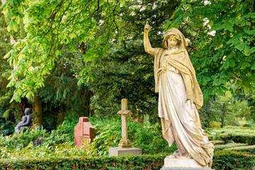 Engelsstatue, Friedhof